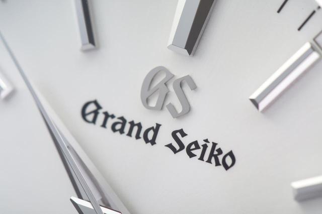 画像: 12時位置に配置されたGrand Seikoのブランド名とロゴ