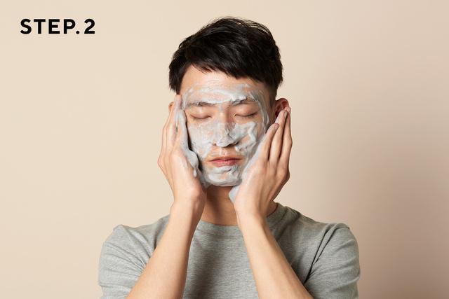 画像: 顔全体に広げ、指の腹でやさしくなでるように洗います www.makuake.com