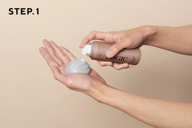 画像: プッシュしてピンポン玉1〜1.5個大の泡を手にとります www.makuake.com