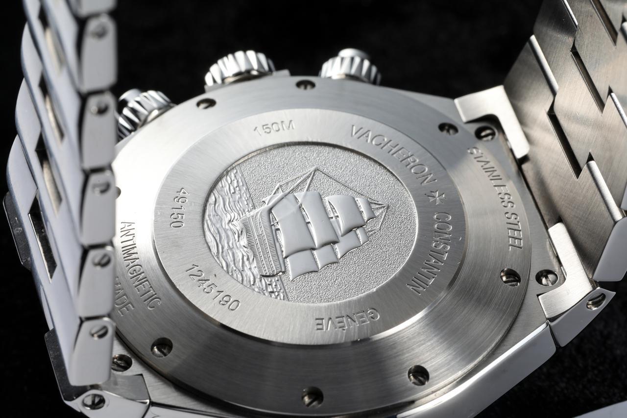 画像: アメリゴ・ヴェスプッチの帆船が刻まれた裏蓋。刻印にもある通り、本モデルは150m防水仕様である