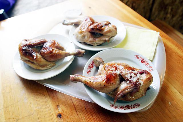 画像: ロシアで最初の外食が、このウラジオストクのレストランでの鳥もも肉。実においしかった。