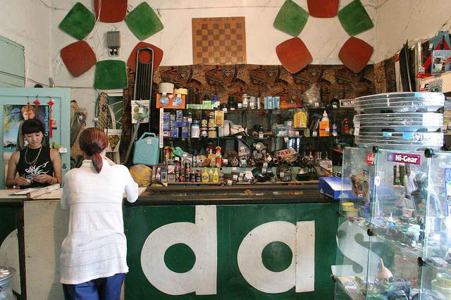 画像: アムール州のスコヴォロジノという街の自動車用品店。実は、この街から鉄道による移動を行ったのだが、その話は次回にて。