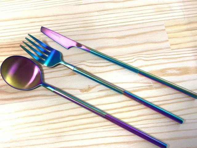 画像: スマホより小さい カードサイズのカトラリーセット『Outlery』