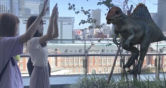 画像: 妹とスピノサウルス