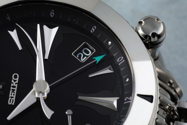 画像: 本モデルにはGMT機能があり、グリーンの指針は第二時間を指している