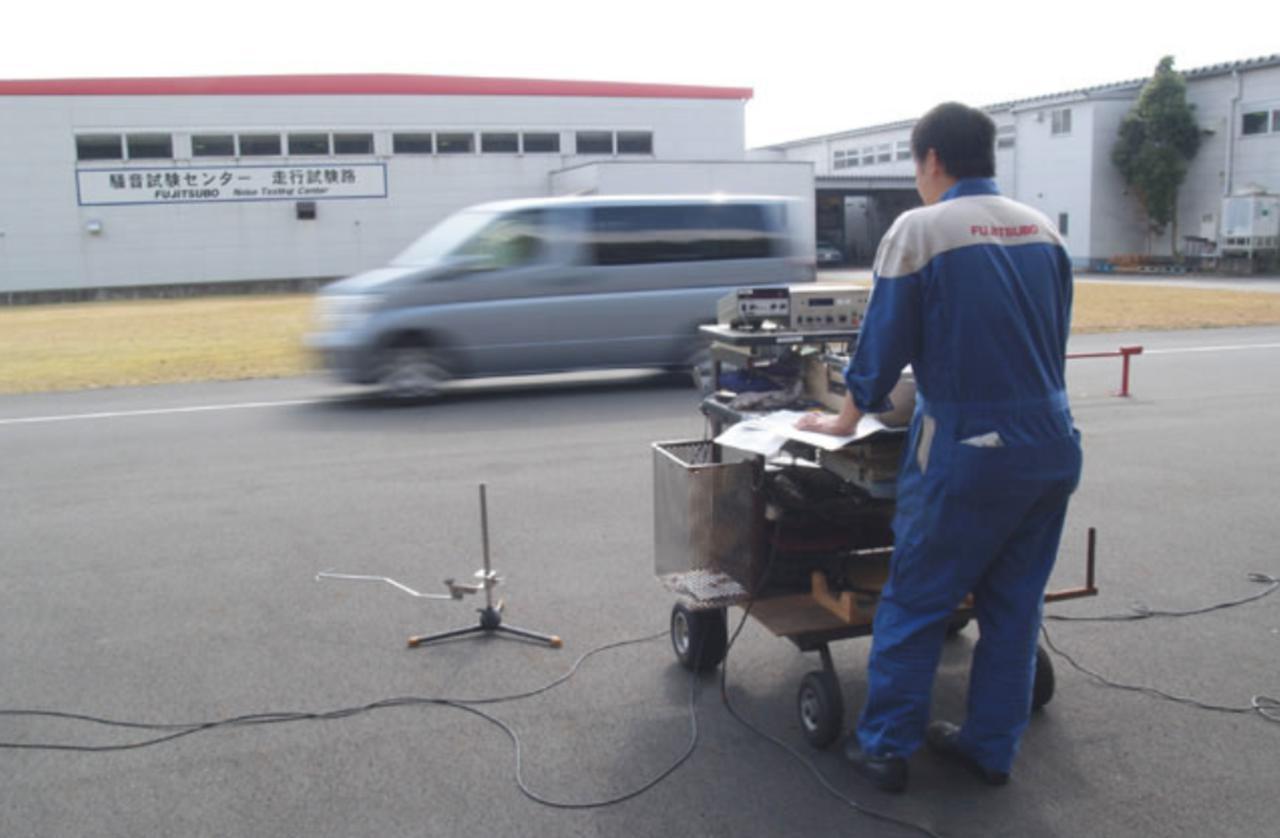 画像: 区間に50km/hで進入後アクセル全開で走り抜けたときの音を測る