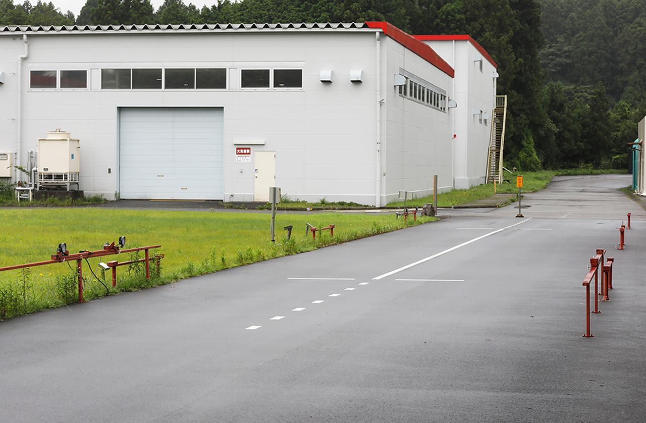 画像: FUJITSUBO裾野総合工場の敷地内に設けられた走行騒音試験路