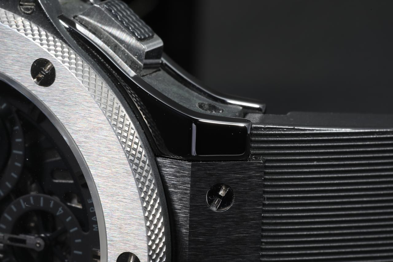 画像: ブラックセラミックの艶がタングステンの質感を際立たせる