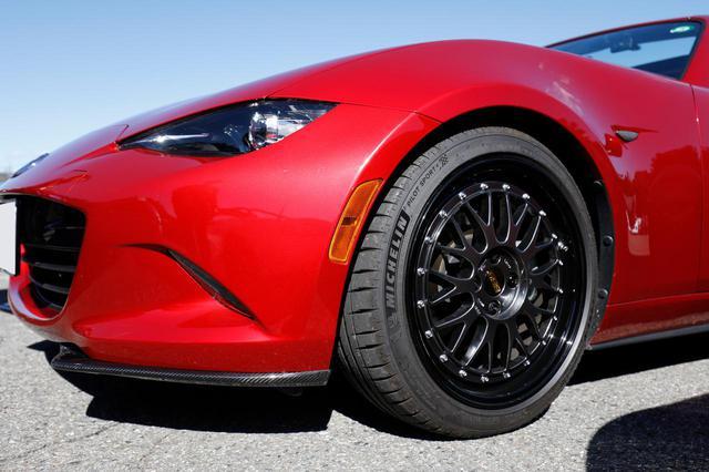 画像: 野原さん 「別の車でもBBSホイールを履いているんですが、軽さ・剛性・デザイン、そしてブランド。どれも非常に満足度が高く気に入っています。この限定色のLMはもう販売していないので、それも嬉しいところですね」