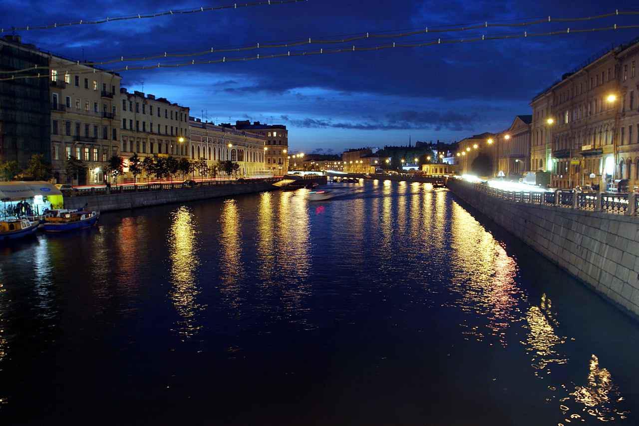 画像: 夜景の美しいサンクトペテルブルク市内
