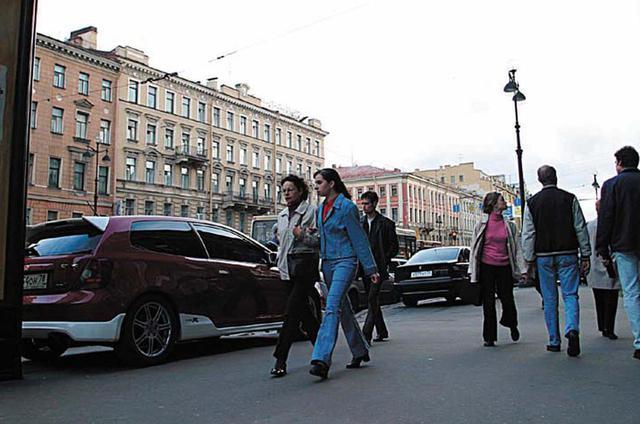 画像: 極東ロシアでは日本車を多く見かけたものの、ここサンクトペテルブルクまで来ると日本車は珍しい存在となる(ただしシビック・タイプRはイギリス製……)。