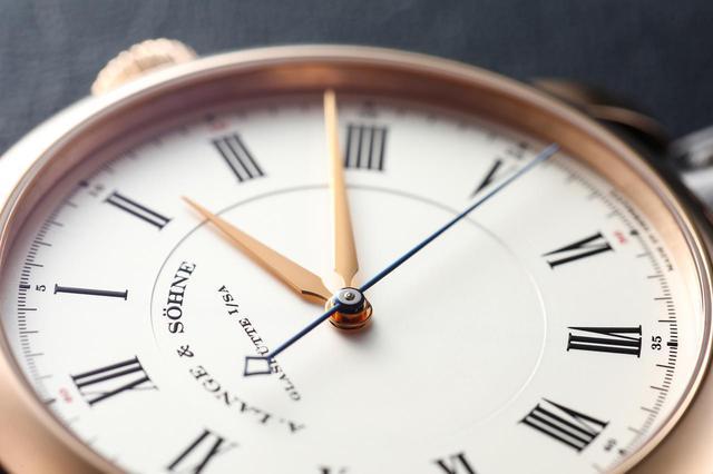画像: 通常よりも長く取られた針は視認性だけでなく美しさも兼備