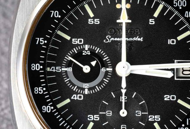 画像: 9時位置のインダイヤルは24時間表示。▶︎マークが時間を、針は秒を刻んでいる