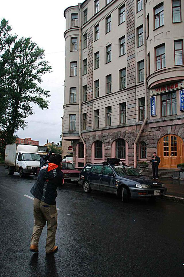 画像: リラックス気分でカルディナの写真を撮影。ちにみにサンクトペテルブルクはソ連時代のレニングラードである。