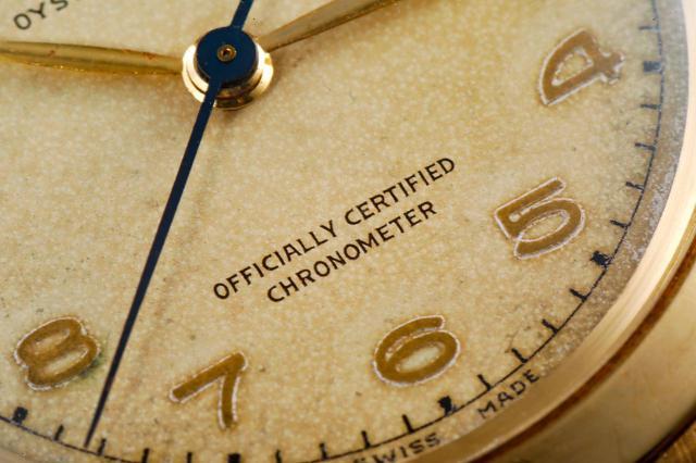 画像: ブルースチールの針とクロノメーターの印字