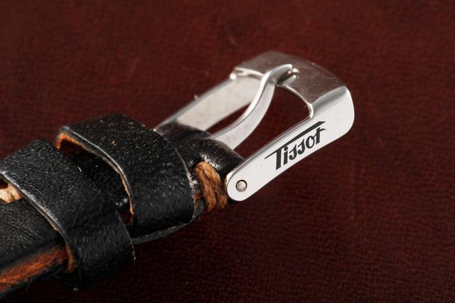 画像: 尾錠にはTissotのロゴが入る