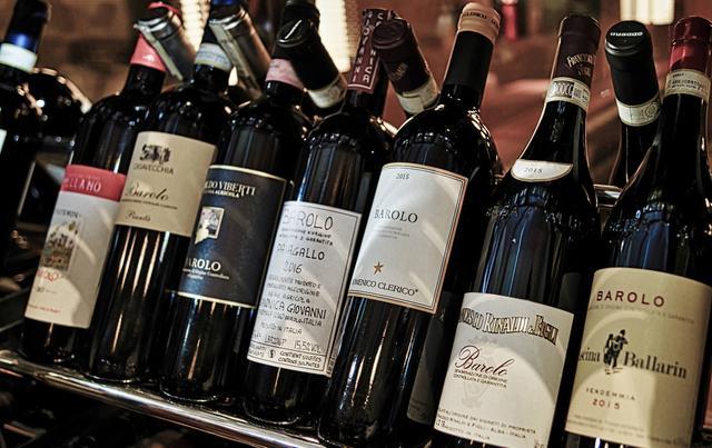 画像2: 世界各地の食材と、厳選されたワインを堪能