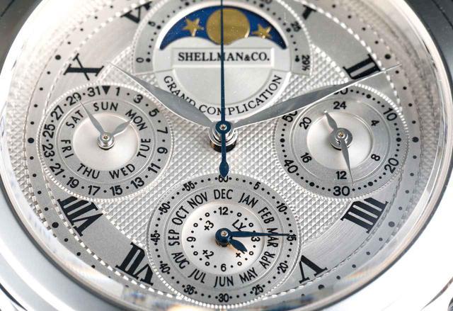 画像: 12時位置から時計回りで、ムーンフェイズ・24時間表示・年月表示・日&曜日表示だ