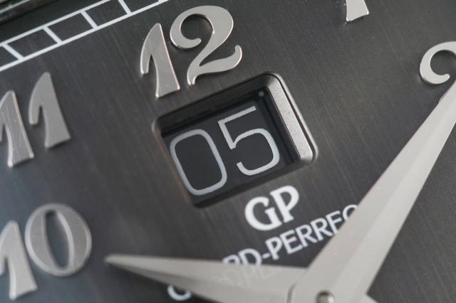 画像: それぞれの数字は独立して進行するのだが、その境目はあまりに薄すぎてカメラでも捉えられないほど