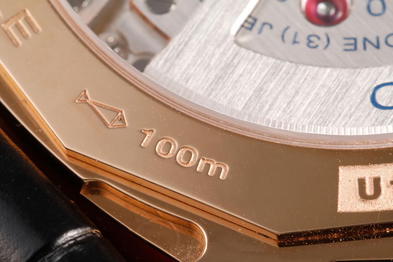 画像: 10気圧(水深100m)防水を表す刻印