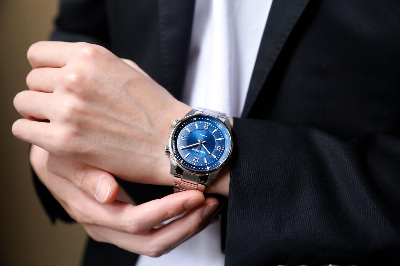 画像: ダイビングストーリーを象徴するカラーとして設定された深いブルー。そのデザインはとても洗練されている