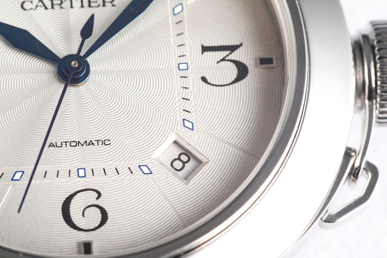 画像: 本モデルは4時・5時の間(インデックスはなし)にデイト表示を配置