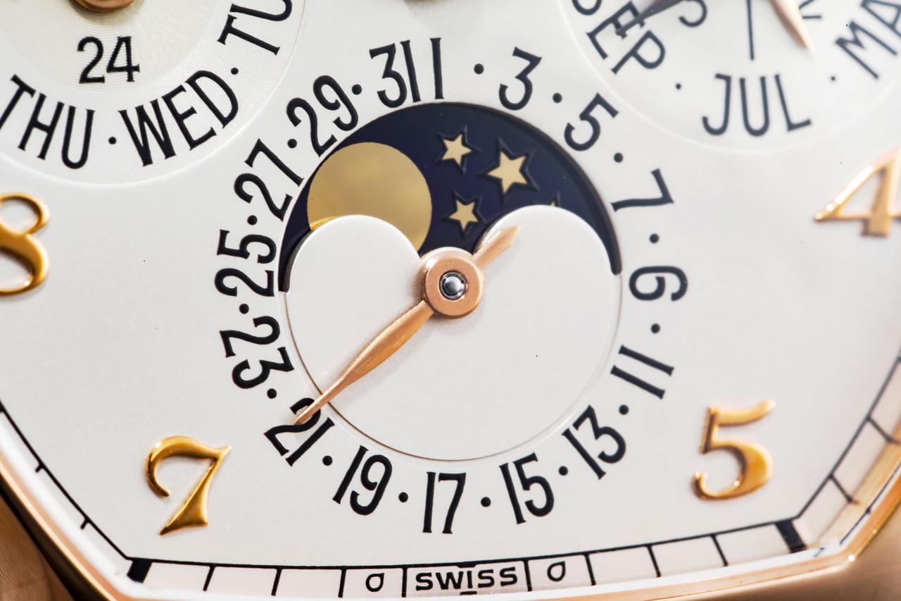 画像: 【ムーンフェイズ】満ち欠けは絵柄を見れば一目瞭然。外周の数字は日付だ