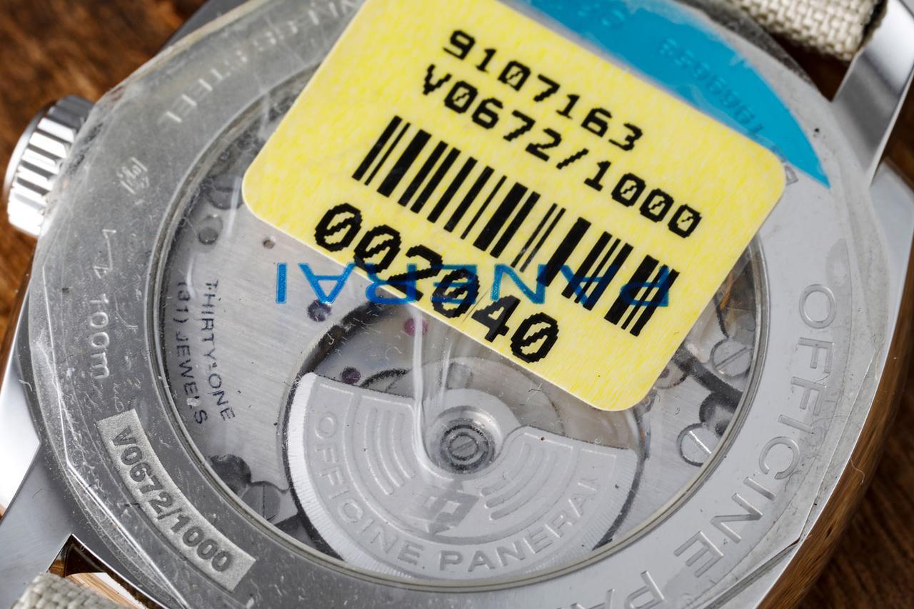 画像: マイクロローターを採用した自社製キャリバーP.4000 ※未使用品のためテープを貼った状態で撮影しています。