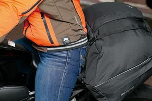 画像: サイドバッグ兼用の低重心シートバッグが登場!『SW-MOTECH アイオンLサイズ』