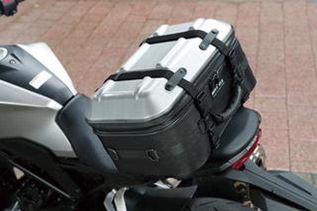画像: タナックスの新型バッグ「シートシェルケース」を使ってみた! バイクとのフィット感は良好、取り付けも簡単、気になる容量は?