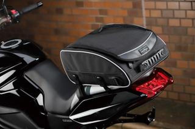 画像: バイクへの取り付けが簡単! 高さを抑えたシンプル形状のバッグ、タナックス MOTOFIZZ「ユーロシートバッグ」をテスト!