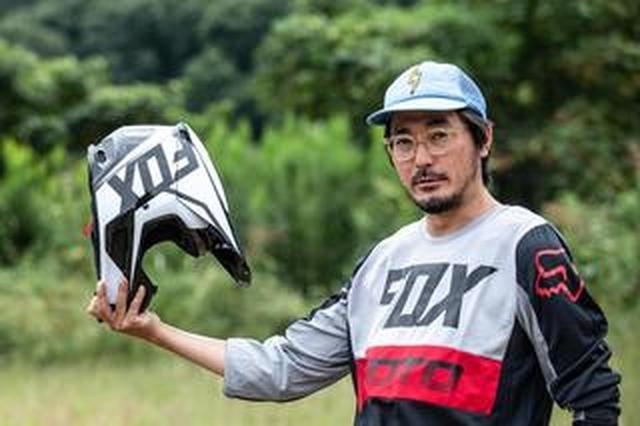 画像: 公道OKなFOX新V1ヘルメットが、びっくりするほど軽かった件