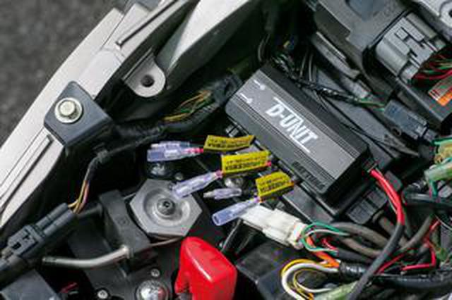 画像: ETCやグリップヒーターなど、面倒な電源の取り出しを一括管理できるディーユニット<ギアーズテスト>