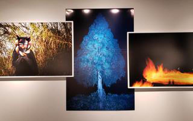 画像: 小林紀晴写真展「孵化する夜の啼き声」が銀座ニコンサロンにて、12月24日(火)まで開催中!大阪ニコンサロンでは来年1月9日(木)から。