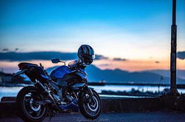 画像: カワサキ Z250と夕焼けショット。うっとりするほど美しい!【グラカワインスタ投稿紹介vol.2】