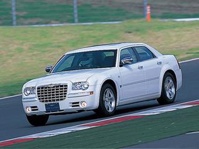 画像: 【ヒットの法則107】クライスラー300Cはドライバーの意思通りに動く、驚くほど従順だ