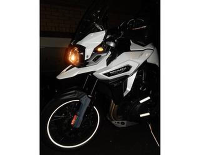 画像: 「反射材」で防げる事故がある。バイクやクルマにおける効果的なリフレクターの貼り方とは?【柏秀樹持論・第2回】