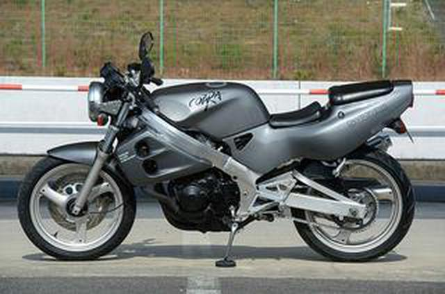 画像: スズキ「COBRA」/250cc・4気筒バイクを振り返る!【絶版名車解説】