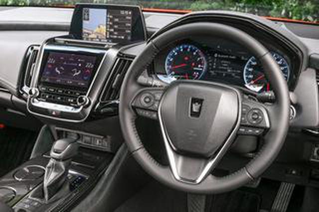 画像: 【くるま問答】ウインカーレバーが輸入車は「左」に、国産車は「右」にある理由は?