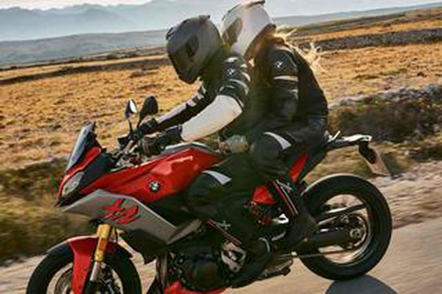 画像: 【BMW】ニューモデル「F900XR」が2月25日に発売! ツーリングの快適装備が充実した、大きすぎないアドベンチャースポーツが登場!