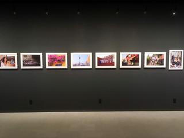 画像: 伊勢谷浩一写真展『Callejon de Guanajuato』は、メキシコ中部にあるグアナファト州の州都グアナファトを舞台に、1カ月にわたって作者が撮り続けたカラフルで明るくて爽やかで透明感のあるスナップを展示しています。
