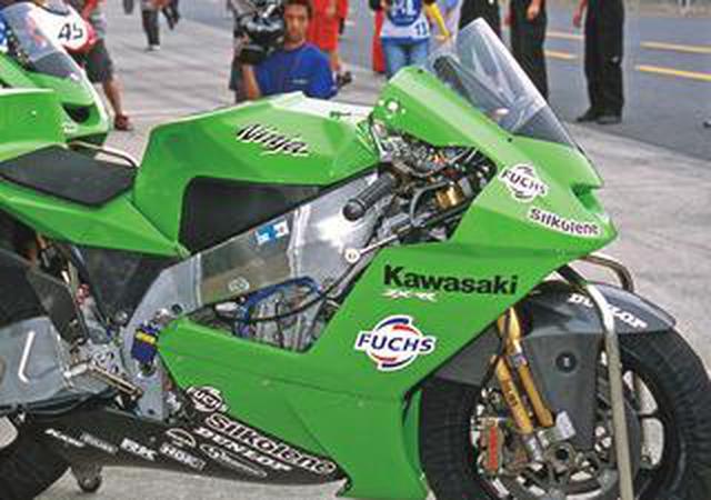 画像: 【MotoGP創成期5】WGPからMotoGPへ「4サイクル990cc時代の初代GPマシンたち」<KAWASAKI Ninja ZX-RR 編>-2002年-