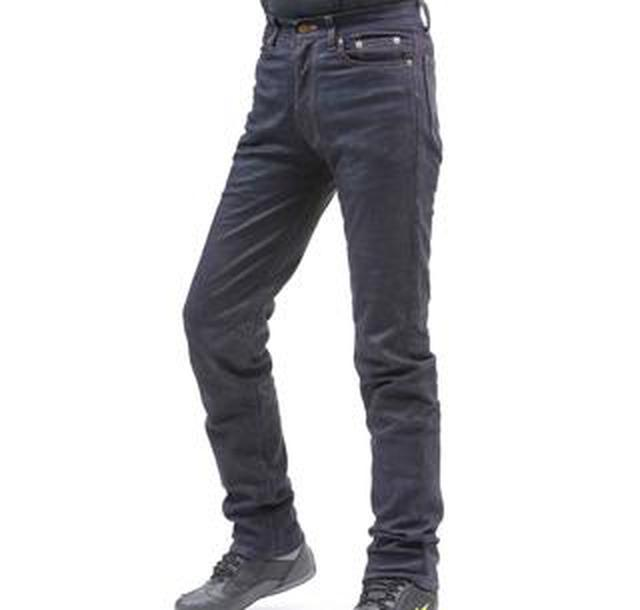 画像: 見た目はデニム、実は革。クシタニのロングセラー・ライディングパンツ「エクスプローラージーンズ」をテスト&レポート