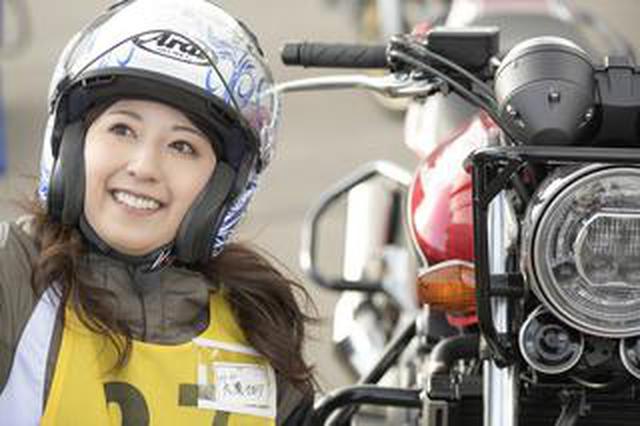 画像: 大関さおり × ホンダ CB400 SUPER FOUR【オートバイ女子部のフォトアルバム】