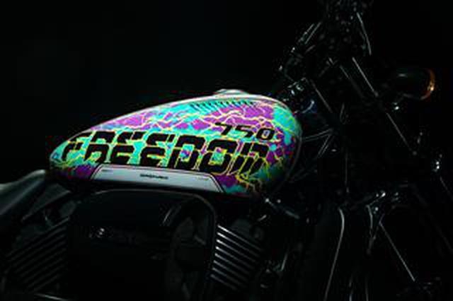 """画像: 【限定モデル】国内10台のみ! ハーレーダビッドソンの「ストリートロッド」に""""GraphersRock""""デザインの限定モデルが誕生!"""