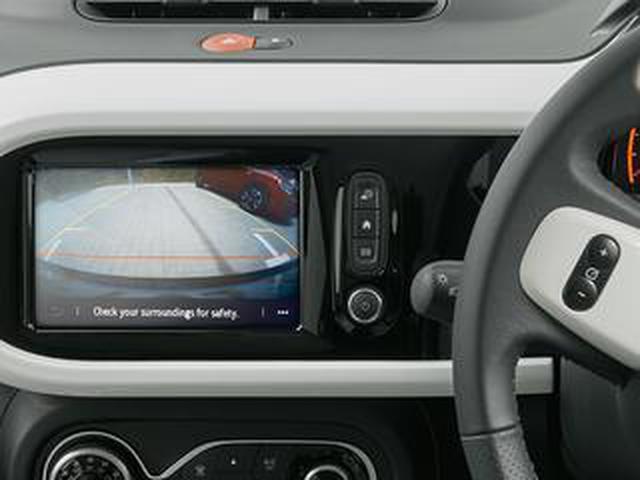 画像: ルノー トゥインゴにリアカメラとバックソナーを標準装備。駐車場での安全性を向上させた