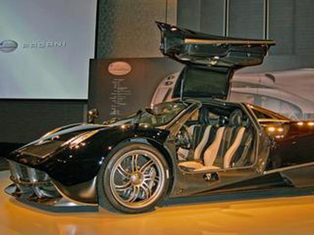 画像: 【スーパーカー年代記 081】パガーニ ウアイラは1億5000万円の「走る芸術品」とも呼ばれるハイパーマシン