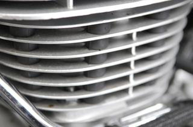 画像: 【クイズ】SR400の『エンジンの謎ゴム』には何の意味があると思う?
