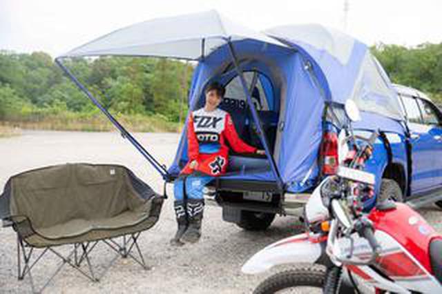 画像: ピックアップトラックなのに、バンなみに快適になるテント