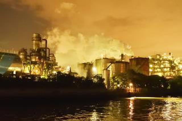 画像: 船の上から飛行機&工場夜景スナップ~NikonCollegeグループ展は、7月31日(金)より開催されます。